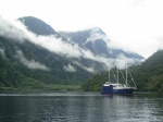 Catamarán en Deep Cove (Doubtful Sound)