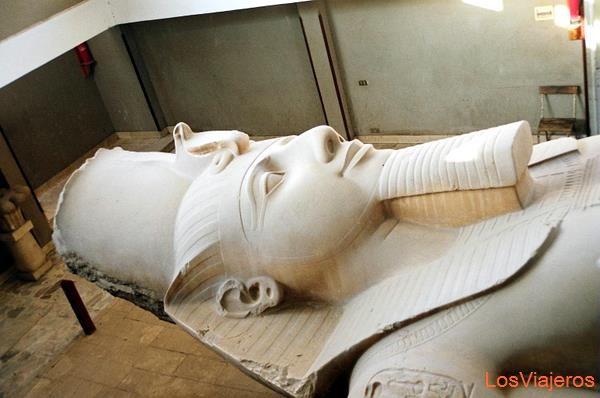 Colossus of Ramses-Memphis-Egypt Coloso de Ramses-Memfis-Egipto