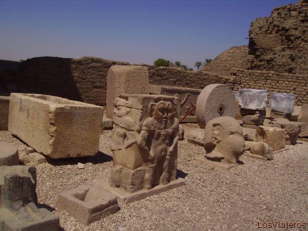 God Bes -Abydos- Temple of Seti - Egypt Bes, el protector de las parturientas -Templo de Seti -Abydos- Egipto
