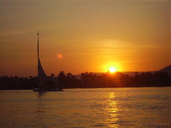 Nile -Kings Valley- Egypt Nilo en Luxor -Valle de los Reyes- Egipto