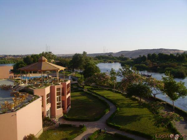 Hotel located in the middle of river Nile -Aswan- Egypt Hotel enmedio del rio Nilo -Asuan- Egipto