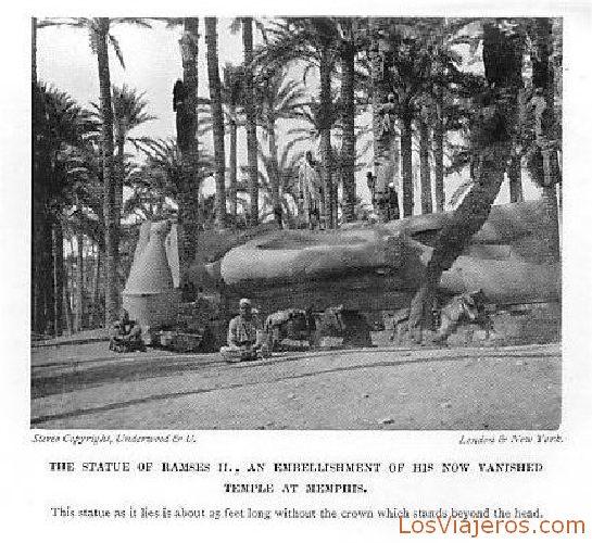 Estatua colosal de Ramsés II en Menfis - Egipto