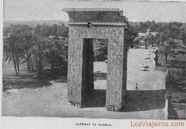 Gateway at Karnak - Egypt Entrada al templo de Karnak - Egipto