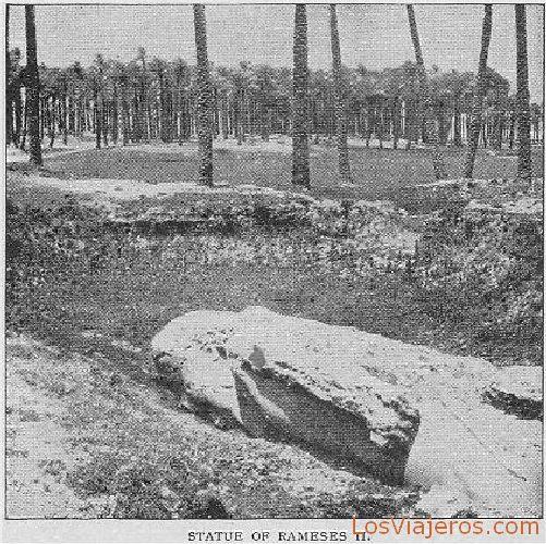 Status colosal de Ramsés II en Memfis - Egipto