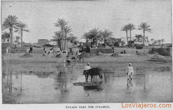 Town flooded near pyramids - Egypt Pueblo inundado cerca de las pirámides - Egipto
