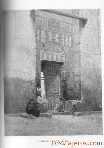 Entrance of a mosque in Cairo - Egypt Entrada de una mezquita en El Cairo - Egipto
