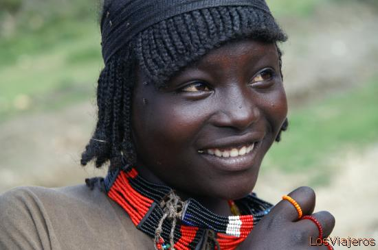 Konso Girl - Omo Valley - Ethiopia Muchacha de la tribu Konso Konso - Valle del Omo - Etiopia