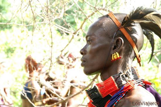 Young hamer warrior - Omo Valley - Ethiopia Joven guerrero - tribu hamer - Valle del Omo - Etiopia
