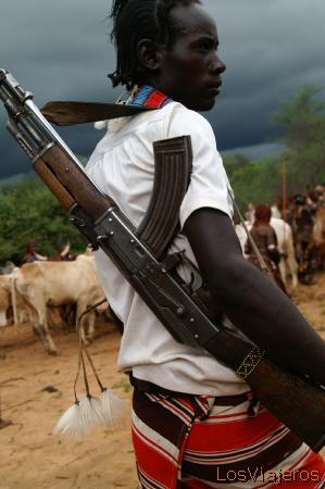Hamar warrior -Turmi - Omo Valley - Ethiopia Guerrero Hamer -Turmi- Valle del Omo - Etiopia