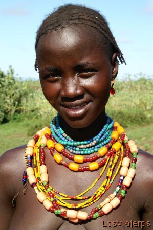 Danaserch woman - Omorate - Omo Valley - Ethiopia Mujer Danasech - Omorate - Valle del Omo - Etiopia