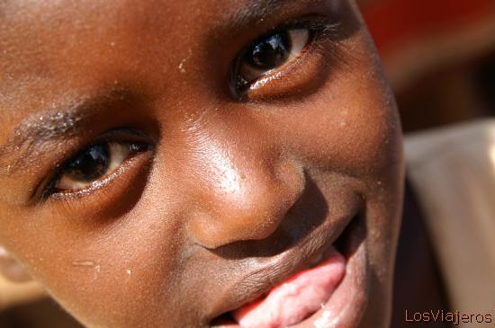 Child -Dimeka Market- Omo Valley - Ethiopia Curiosidad infantil - Dimeka - Valle del Omo - Etiopia