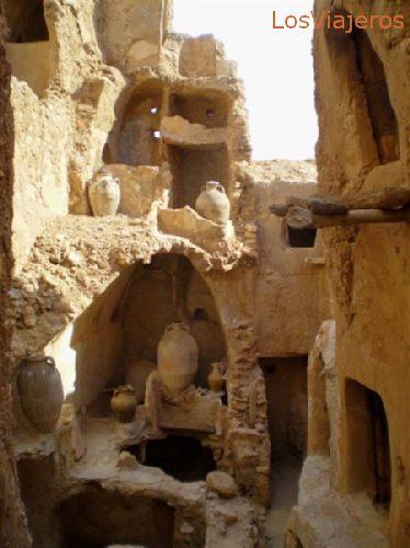 Nalut, Castillo, bóvedas parcialmente desmoronadas - Libia Nalut, the  Castle, partially worn down vaults - Libya