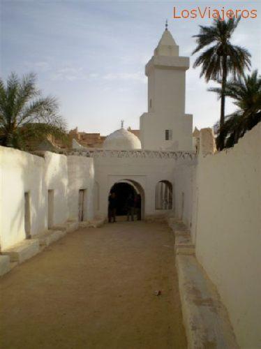 Ghadames, old town, near one mosque tower - Libya Ghadames, cuidad vieja, junto a la torre de una mezquita - Libia