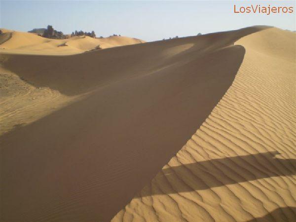 Akakus, dunes again - Libya Akakus, otra vez entre dunas - Libia
