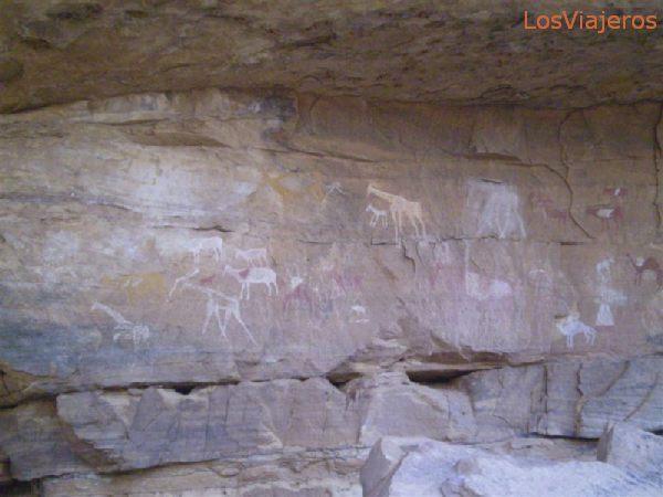 Petrogliph, drawings over the rock, from some thousand years ago - Libya Petroglifos, dibujos en la roca, de hace miles de años - Libia
