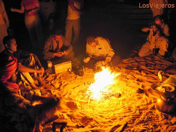 Fogata en el desierto - Libia