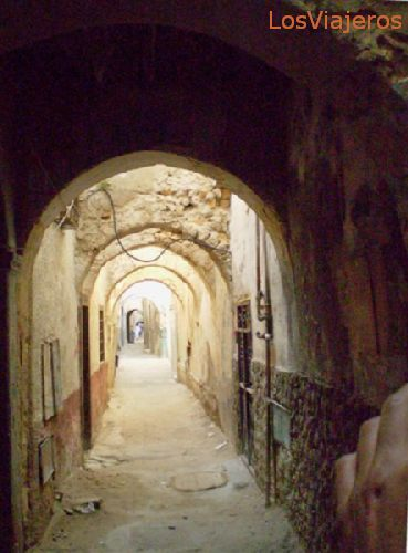 Tripoli, street of the old town covered with arched ways - Libya Trípoli, calles de la medina cubiertas por arcadas - Libia