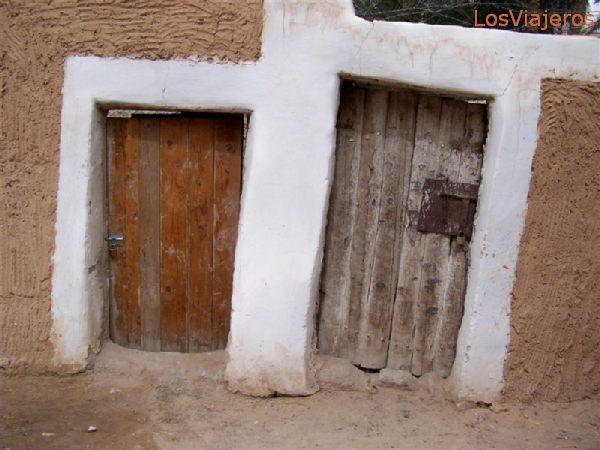 Ghadames, old town, gates to still farmed crops - Libya Ghadames, cuidad vieja, puertas a los huertos que actualmente se siguen cultivando - Libia