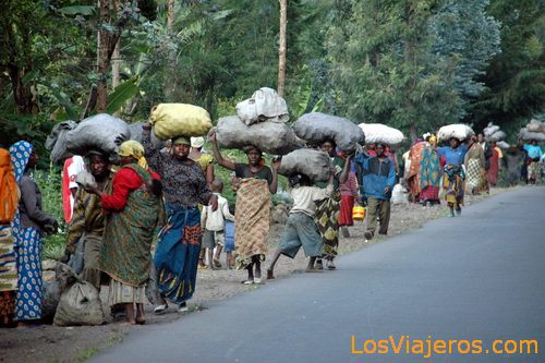 From way to the market - Rwanda De camino al mercado - Ruanda