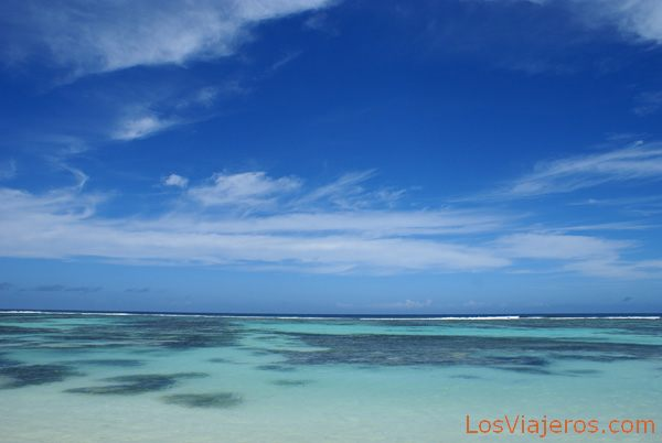 Shallow waters at Anse Source d'Argent, Praslin - Seychelles Aguas turquesas en Anse Source d'Argent, La Digue - Seychelles