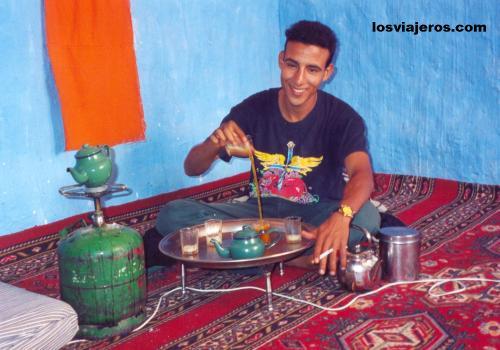Te ceremony in Sahara Desert- Tindouf Algeria Ceremonia del te en la casa - Tindouf - Argelia