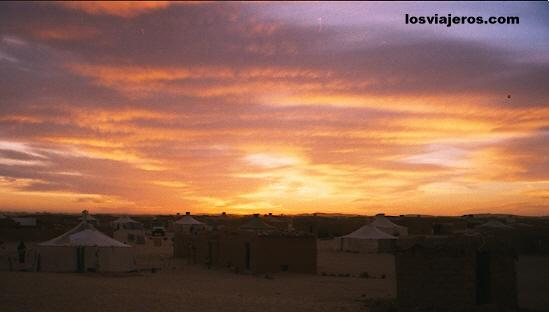 Red sunset in the Sahara desert - Tindouf - Argelia / Algeria Atardecer rojo en el Sahara - Tindouf - Argelia