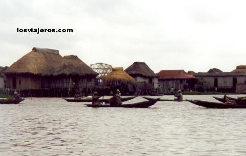 Floating Market & Fishing Village - Ganvie - Benin Mercado flotante - Ganvie - Benin
