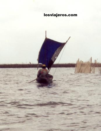 Boat in Ganvie - Benin Barcos en Ganvie - Benin