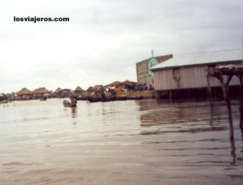 Floating village - Ganvie - Benin Poblado flotante - Ganvie - Benin