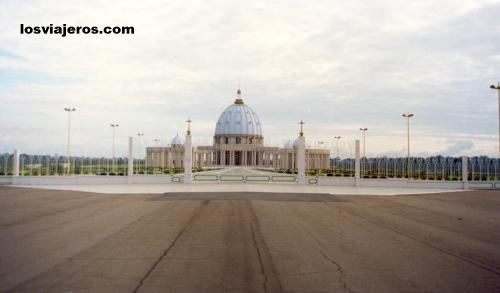 Basilique de Notre Dame de la Paix - Yamoussoukro - Ivory Coast / Cote d'Ivoire Basilique de Notre Dame de la Paix - Yamoussoukro - Costa de Marfil