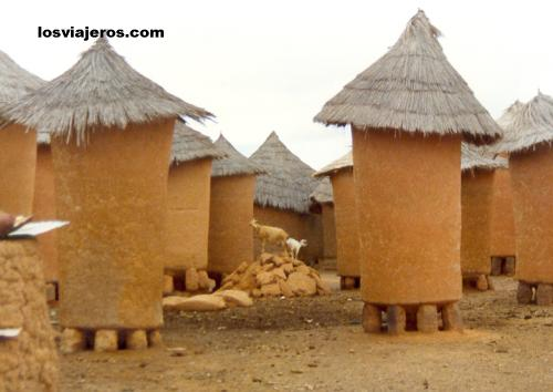 Typical houses of senoufo - Korhogo - Ivory Coast / Cote d'Ivoire Tipicas construciones senufas - Korhogo - Costa de Marfil