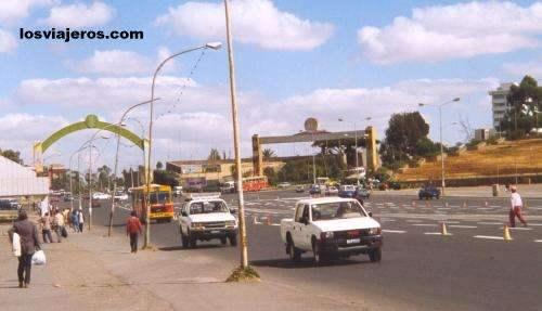 Streets of Addis Ababa - Ethiopia Calle del centro de Addis Abeba - Etiopia