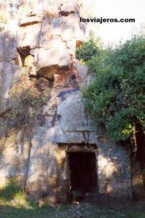 Fine rock-hewn church in Etiopia - Addis Ababa  - Ethiopia Bella iglesia etiope excavada en piedra - Etiopia