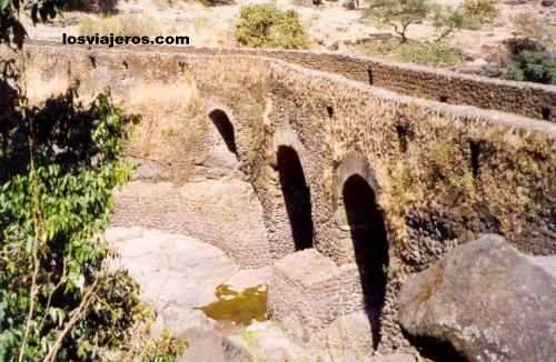 Stone bridge over the Blue Nile  - Ethiopia Puente de piedra sobre el Nilo - Etiopia