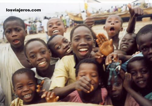 Children in Shama - Ghana Chicos en Shama - Ghana