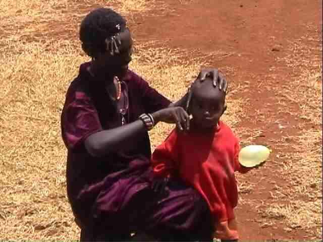 Cutting Hair II - Kenya Cortando el pelo II - Kenia