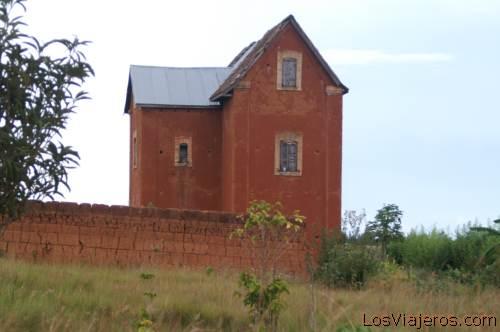Traditional merina house -Ambohimanga- Madagascar Casa tradicional de la tribu Merina -Ambohimanga- Madagascar
