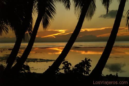 Sunset in Libertalia Beach - Ile Sainte Marie - Madagascar Atardecer en las playa de Libertalia - Isla de Sainte Marie - Madagascar