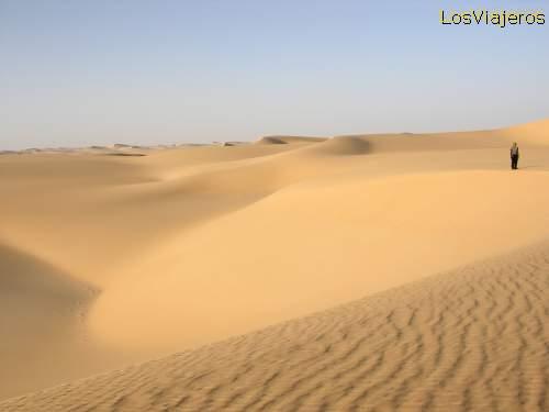 Cadena de dunas en el desierto del Tenere - Niger Chain of dunes in Tenere desert - Niger
