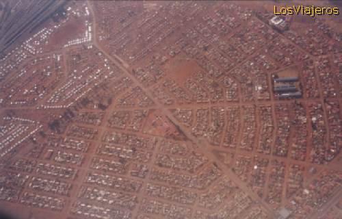 View from the aeroplane of a Negro people township - South Africa Vista desde el avión de un población especial para negros - Sudáfrica
