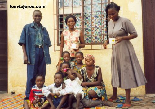 The African Family - Kpalime - Togo La familia africana donde dormí en Kpalime - Togo.