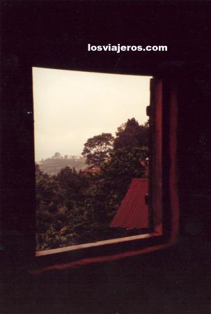 Open window in a village in Agou Mountain. Pic d'Agou - Togo Ventana abierta al Pic d'Agou - Togo