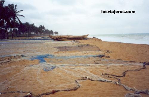Aneho beaches in Togo Playas de Aneho, la antigua capital de Togo.