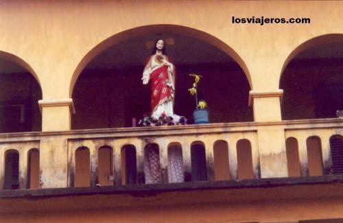 Lome - Togo Imagen religiosa en un Balcon de la ciudad de Lome - Togo
