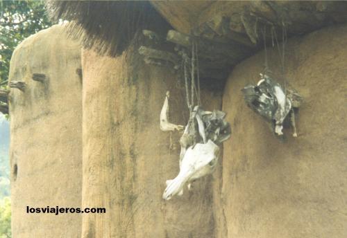 Fetiches en tipica casa Tamberma - Togo Fetiches en tipica casa Tamberma - Togo