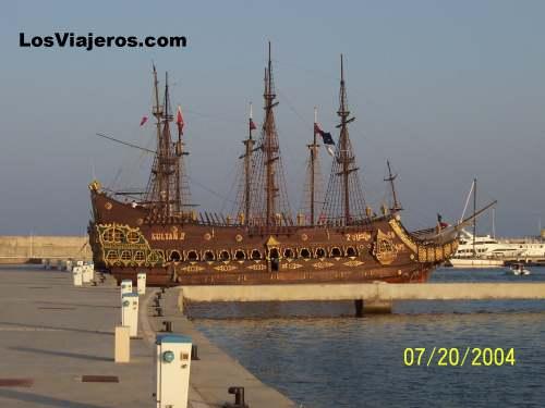 Old Ship - Hammamet - Tunisia Galeon amarrado - Hammamet - Tunez