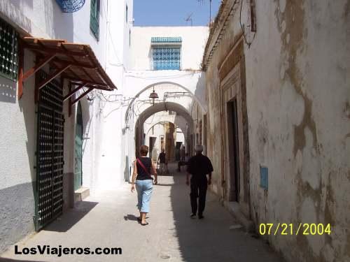 Old Town streets - Tunisia Calles de la vieja ciudad - Tunez