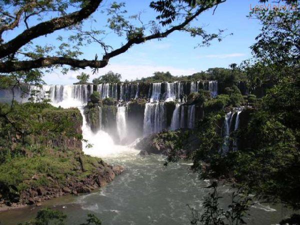 Cataratas del Iguazú - Misiones - Argentina Iguazu Waterfalls - Misiones - Argentina
