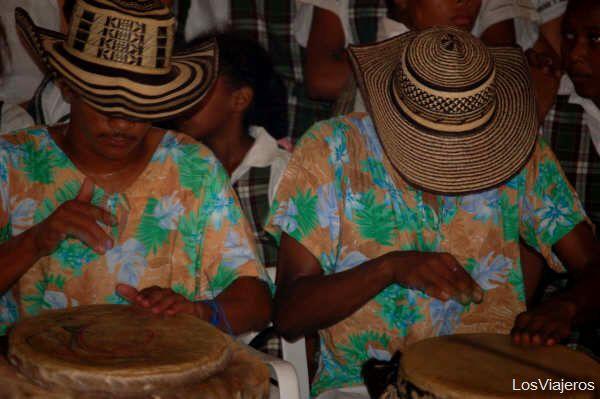 Jóvenes de San Cayetano - Cartagena de Indias - Colombia Dancing and singing in San Cayetano - Colombia