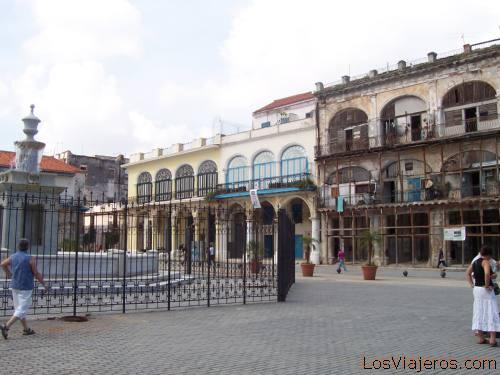 Plaza Vieja, La Habana (Cuba)